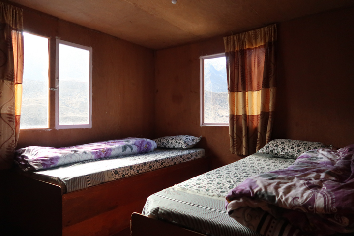 A Room with Twin Beds in Oxygen Altitude Home