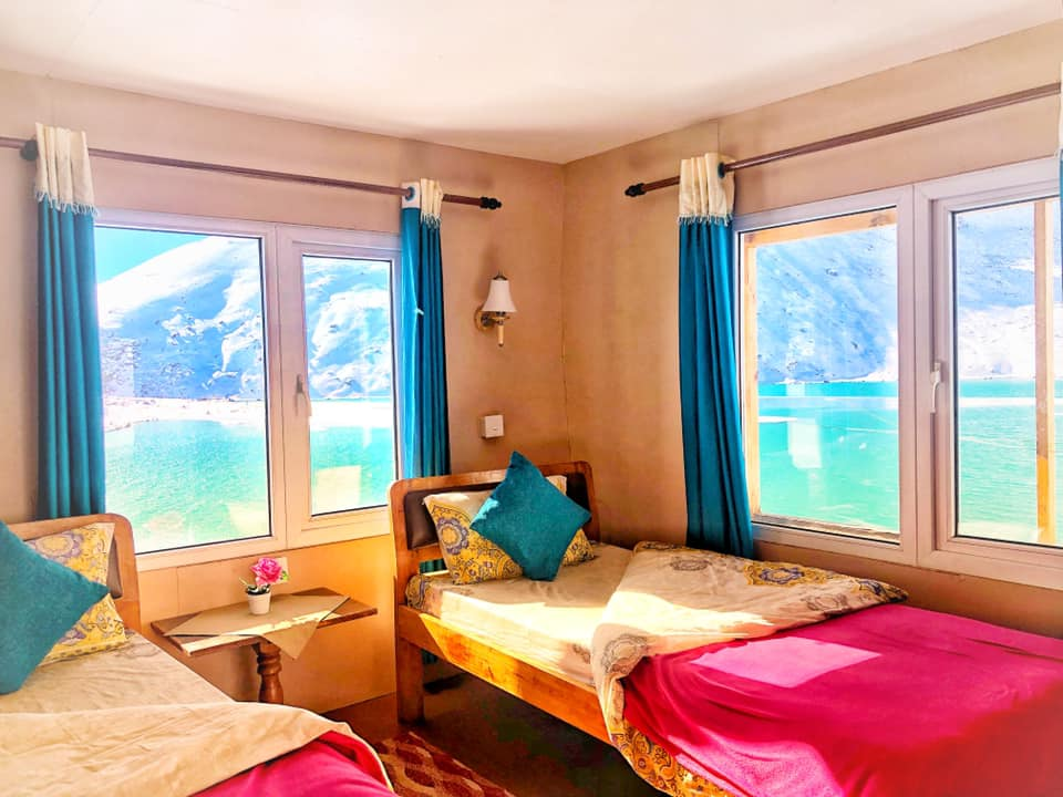 A room with twin beds in Gokyo Thanka Inn Lodge.